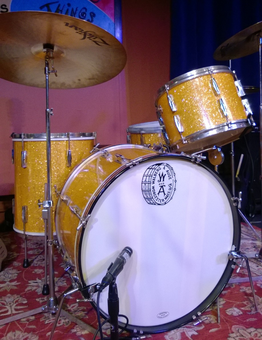 01b_1940s Walberg and Auge Drum Set.jpg